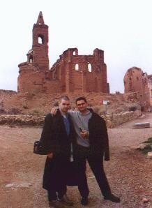 José Ignacio Latorre Junto a Pedro Amorós en el pueblo de Belchite